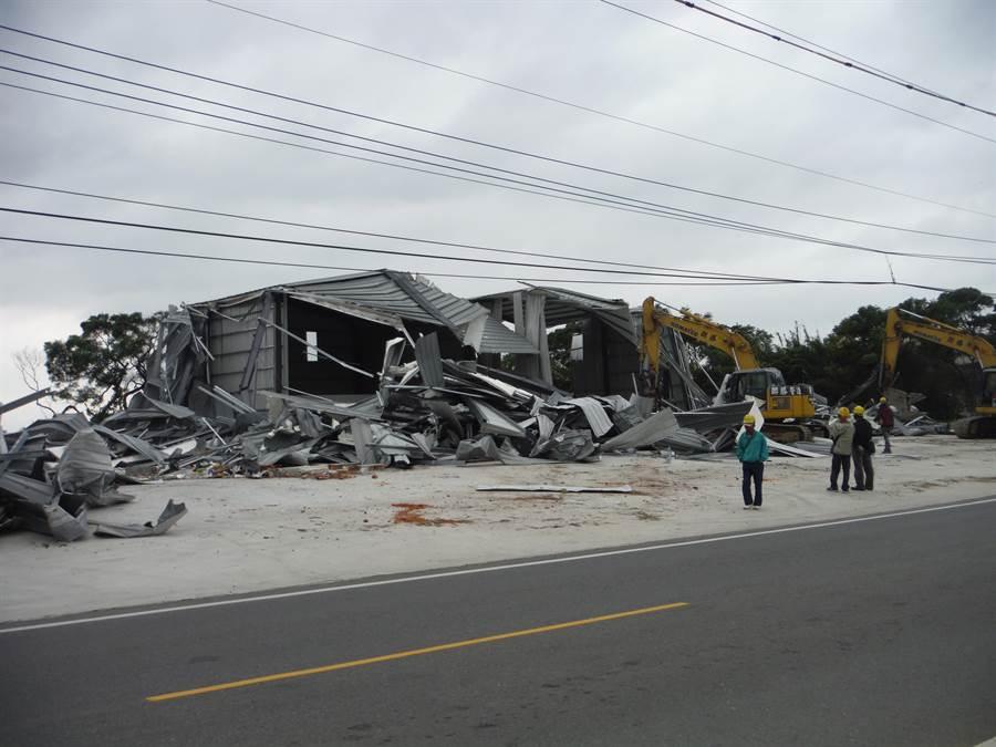 市府對於300平方公尺以上的大型違建拆除,將收取費用。(甘嘉雯攝)