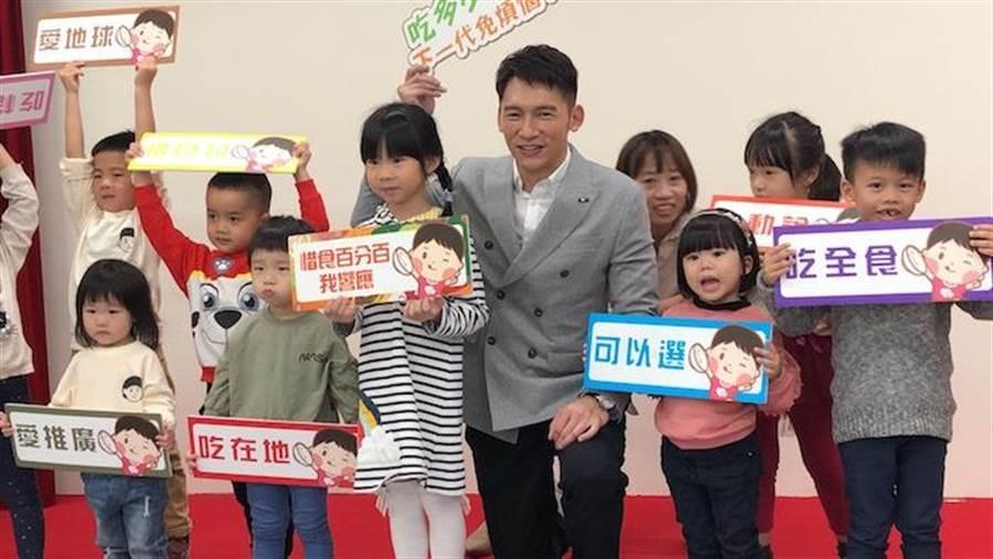 溫昇豪今出席公益活動。環保署提供