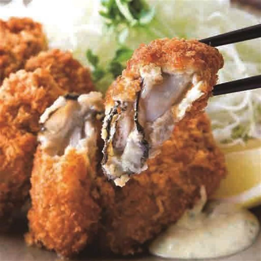 SOGO忠孝館韓國美食展,釜山大牡蠣,每串150元。(SOGO提供)