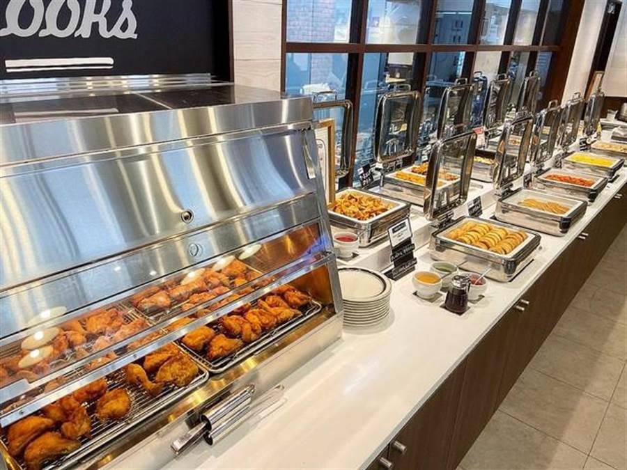 現在知名炸雞「肯德基」竟然也推出吃到飽的享受,近日東京地區新設了一間肯德基。(摘自twitter:@livedoornews)