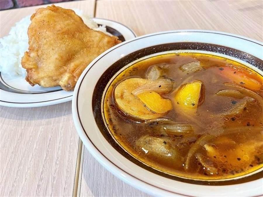 13日日本東京町田的肯德基推出吃到飽服務的餐廳,除了炸雞外,還有多樣化的食物搭配,超過50種餐飲甜點。(摘自twitter:@livedoornews)