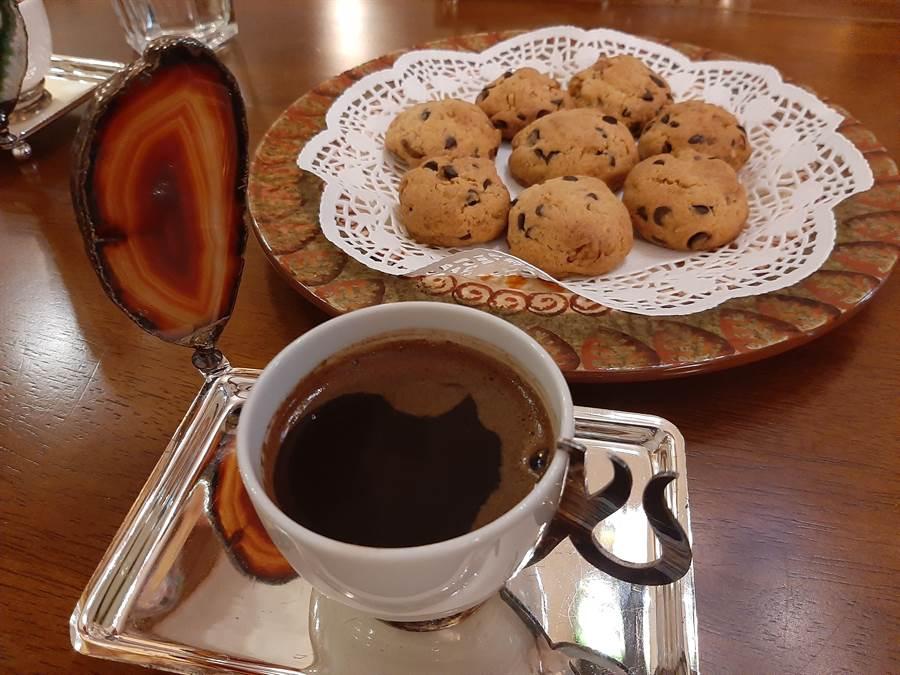 邱吉邇手工製作的餅乾,是來自他家鄉媽媽的味道。(移民署南區事務大隊提供/劉秀芬台南傳真)