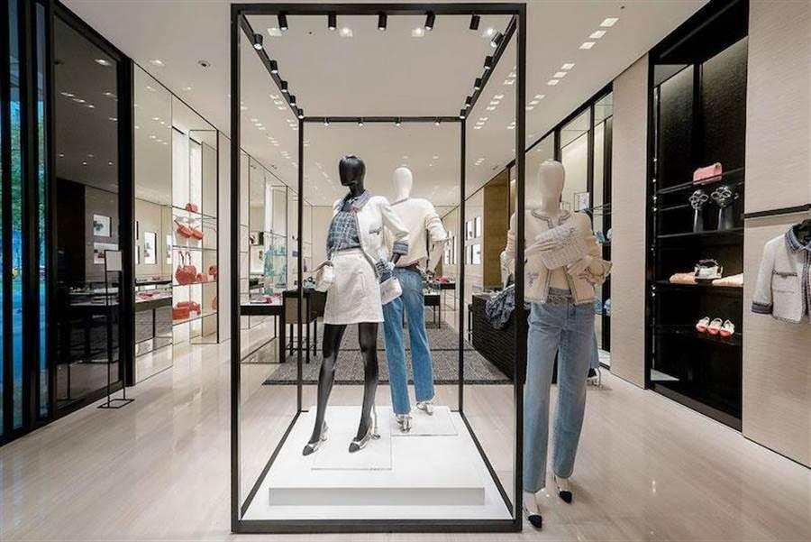 一樓的「cube area」主視覺,讓消費者一眼就看到最新主打商品。(香奈兒提供)