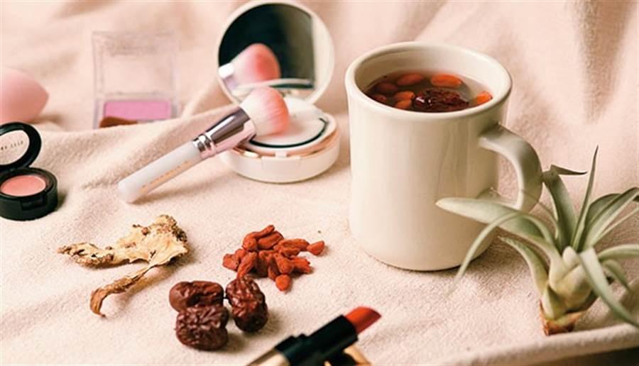 當歸補血湯有助改善血量不足、臉色蒼白狀況,孕婦可飲用。(圖片來源:林后駿)