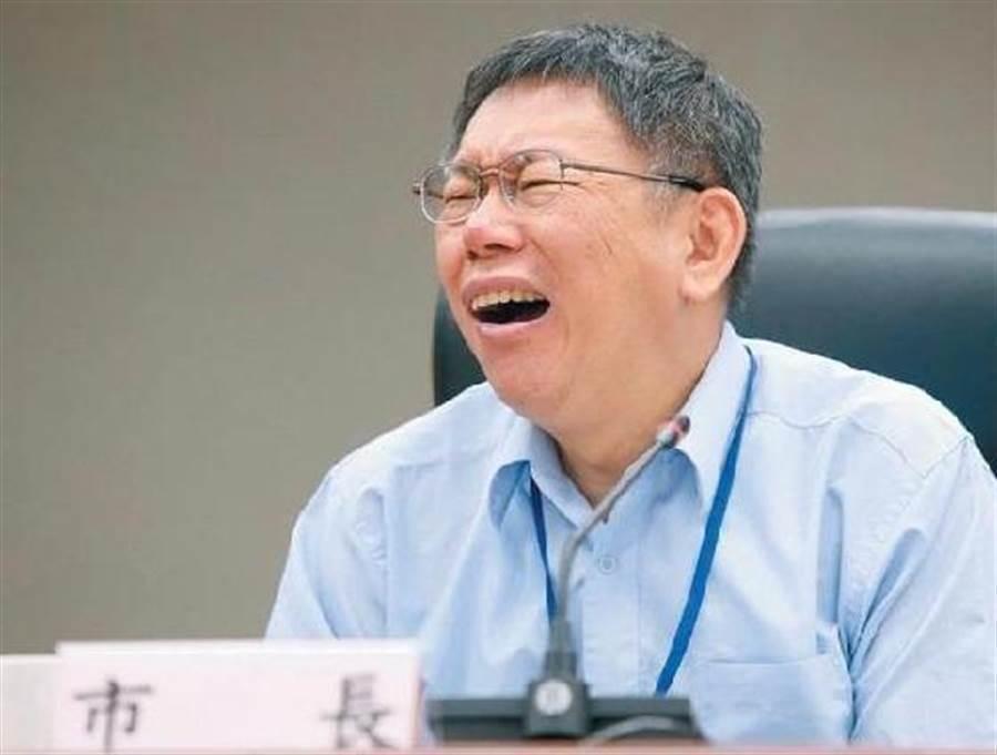 台北市長柯文哲在市政府面試台灣民眾黨不分區立委人選,遭批公器黨用,議員王世堅提案要求修正市府會議室申請使用公告,規定不能有選舉或政黨活動。(本報資料照片)