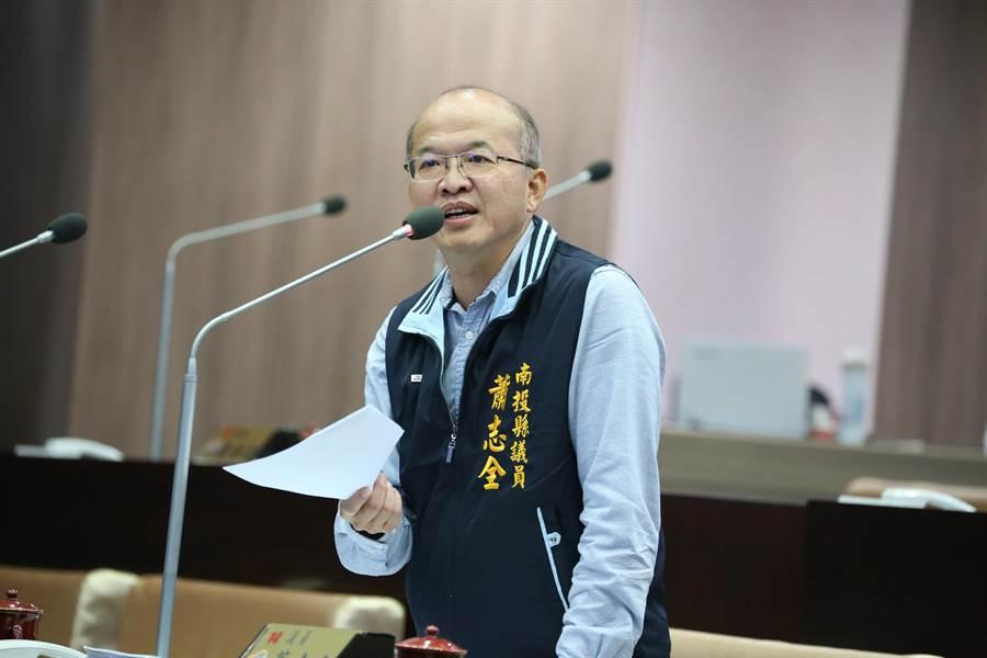 縣議員蕭志全說,縣內學校的工友採取遇缺不補的方式辦理,影響校園安全及環境整理等問題。(南投縣議會提供/張晉銘南投傳真)