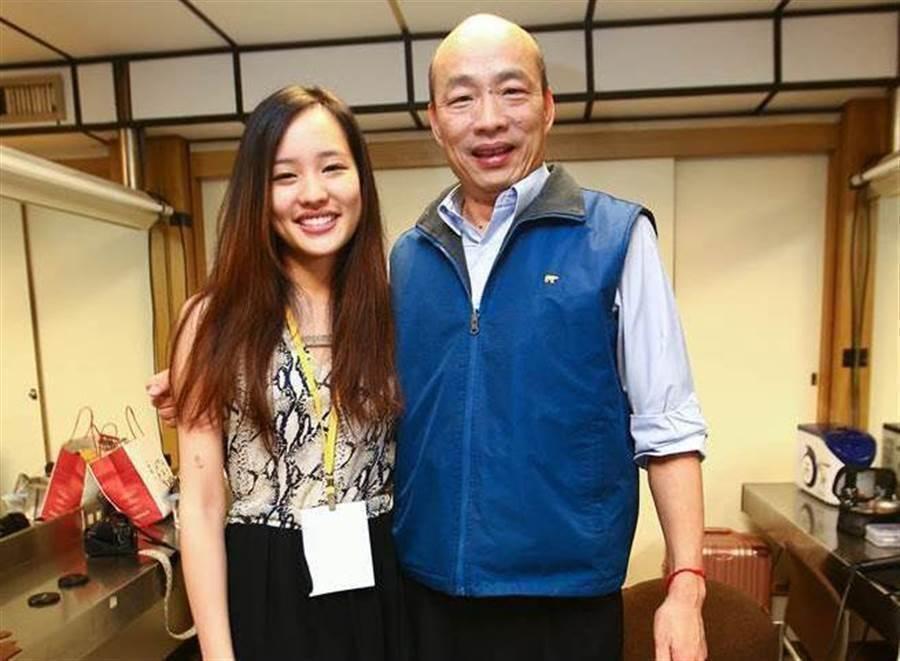 因為長女韓冰出生,韓國瑜夫妻人才借住台北大安宅5年之久。圖為高雄市長韓國瑜和大女兒韓冰。(中時報系資料照片)