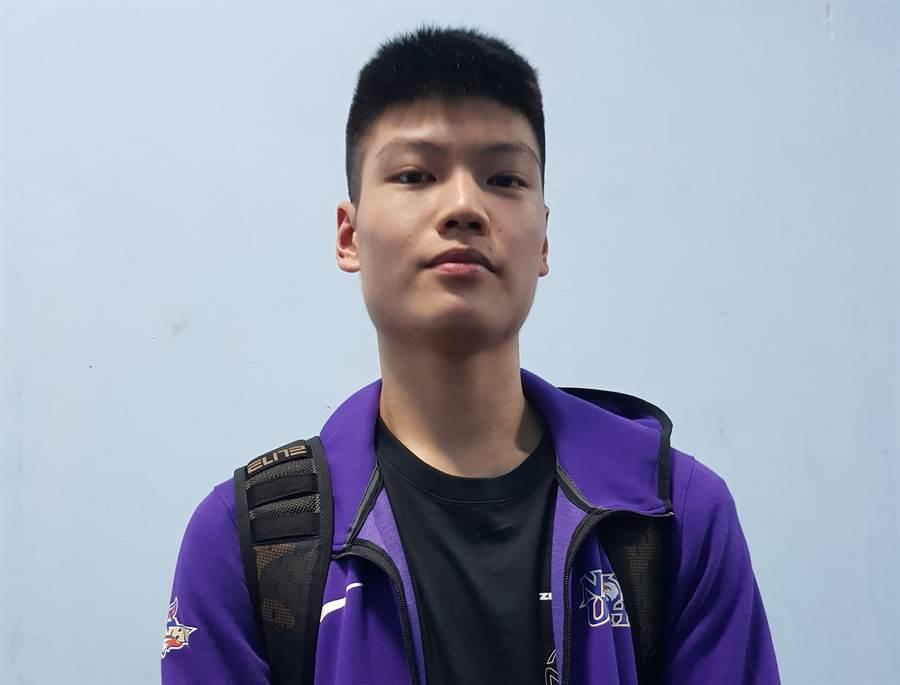 南湖高中江均名字取得好,在108學年HBL預賽第1戰就打出「將軍」般的好身手。(陳筱琳攝)