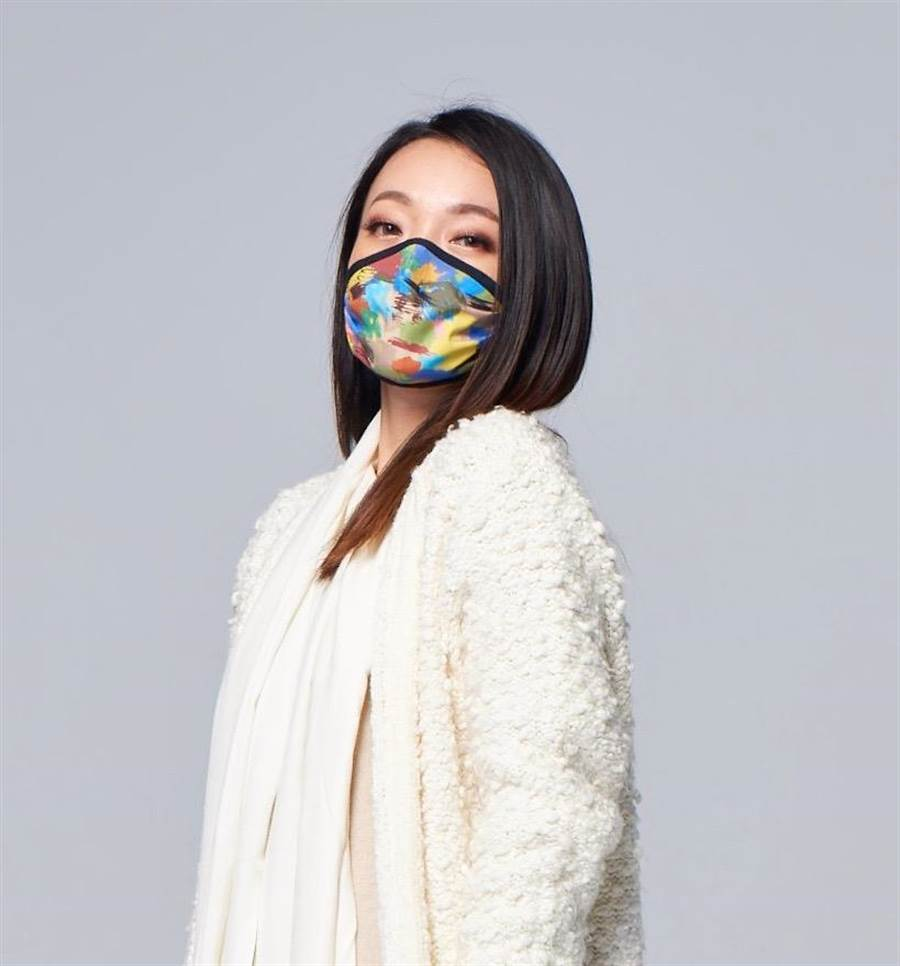 「ELLE時尚布口罩」即日起在各大電商販售,而實體通路於全台康是美獨家販售。圖/中衛