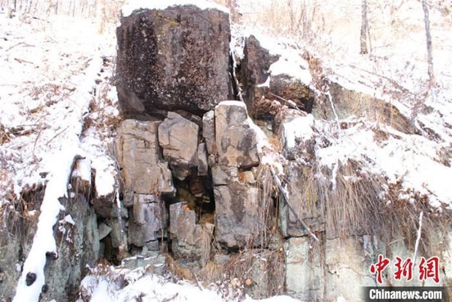 黑龍江省大興安嶺呼中區發現7000年前岩畫。(中新網)