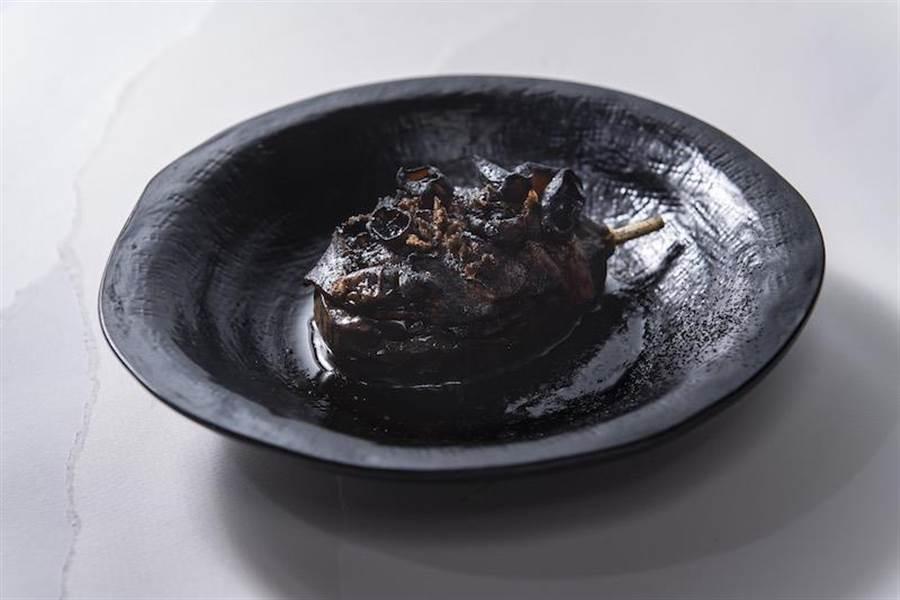 晚宴菜色有因應時令的秋季風暴(爐烤和牛、慢燉茄子)。(愛馬仕提供)