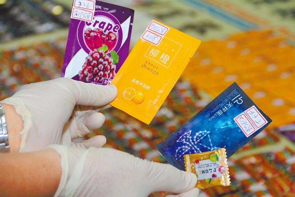 俗稱「喵喵」的新興毒品「合成卡西酮」,是夜店趴常見三級毒品,外觀常包裝成咖啡、水果茶包,北榮今年就收治了兩例因合成卡西酮類中毒導致腎衰竭的案例。(中央社)