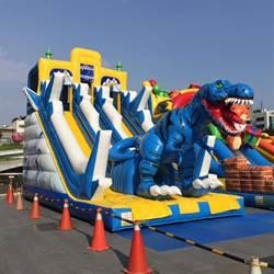 怪獸來了還可以滑 彰化縣最大的氣墊主題樂園掀起驚喜連連