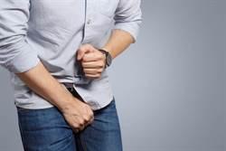 71歲翁腰痛看病 遭64歲男醫脫褲吸吮