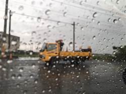 雨天鋪柏油道路改善 愈改愈爛?