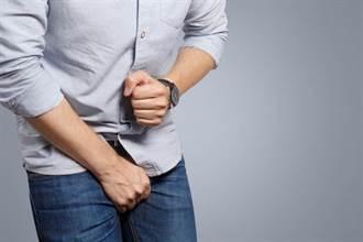 71岁翁腰痛看病 遭64岁男医脱裤吸吮