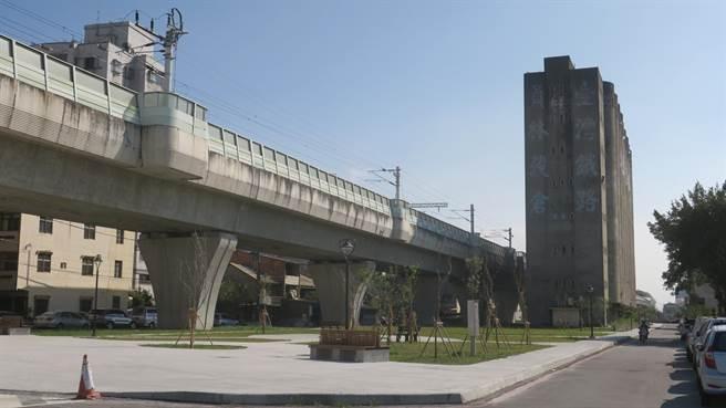 員林鐵路穀倉閒置10多年,彰化縣政府攜手員林市公所進行周邊高架橋下空間綠美化,讓市民多一處休閒遊憩好去處。(謝瓊雲攝)