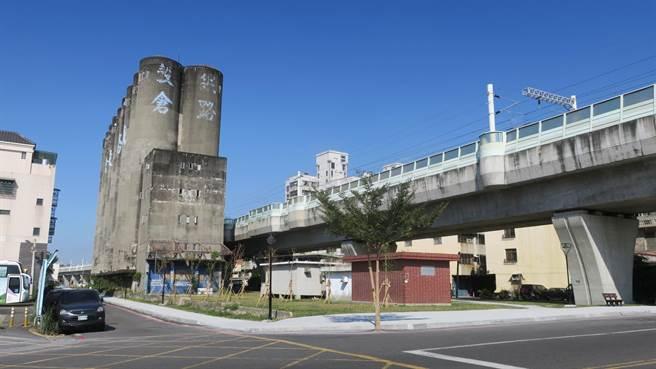 彰化縣歷史建築員林鐵路穀倉已閒置多年,員林市公所提出亮點計畫,希望能爭取經費將穀倉主題外觀修繕粉刷,打造夜間光雕,成為觀光新亮點。(謝瓊雲攝)