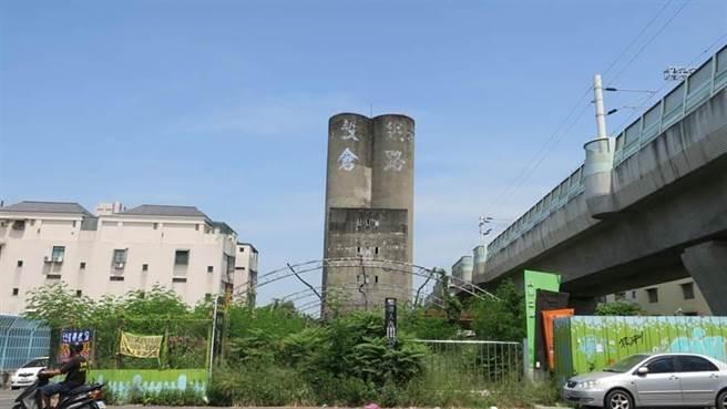 員林鐵路穀倉昔日曾淹沒在荒煙漫草中。(資料照,謝瓊雲攝)