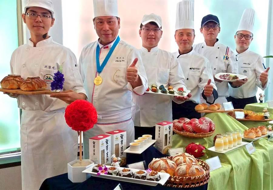 屏科大土木系教授王裕民研發發芽玄米,拿來製作成各式食品營養又健康。(潘建志攝)