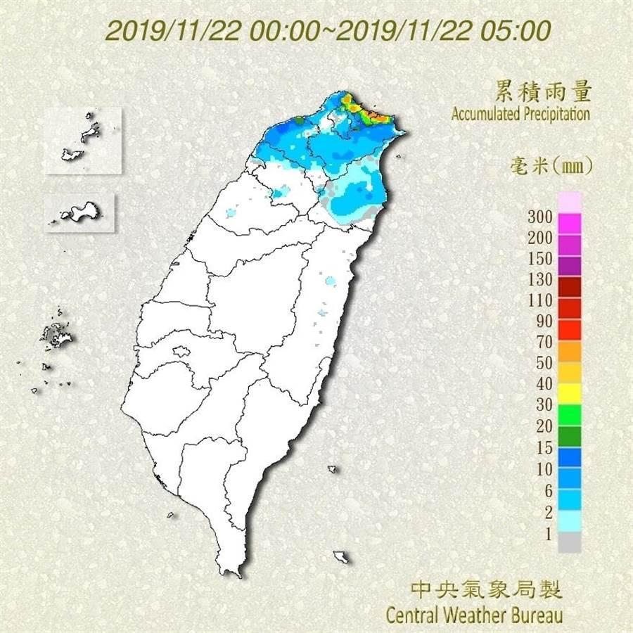北部、東北部及宜蘭等地累積雨量驚人,達100毫米以上。(圖/中央氣象局臉書)