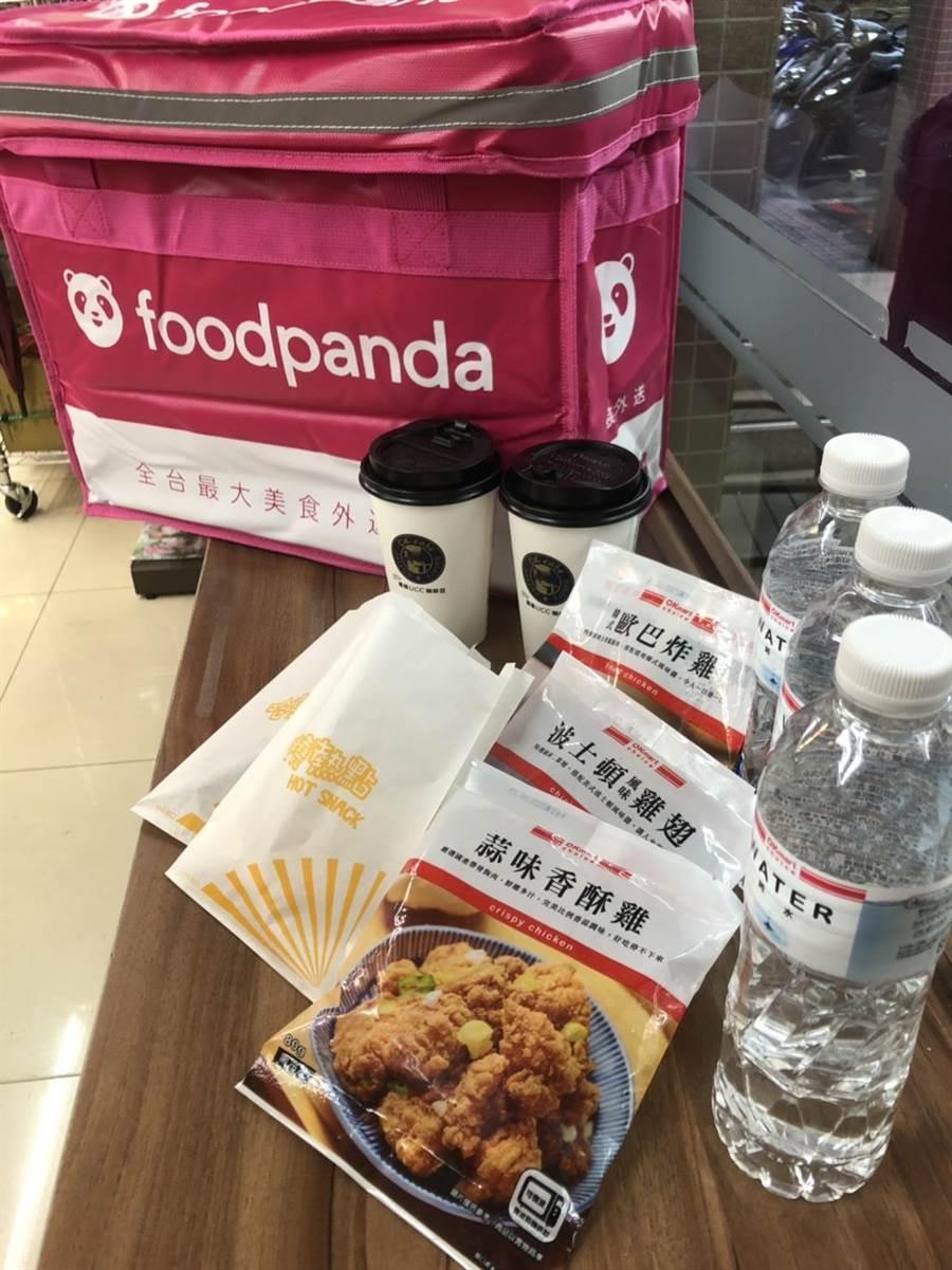 OK超商今(22)攜手foodpanda推出外送服務,初期有10家店作測試,外送商品包含炸雞、蛋塔、袋裝微波食品、咖啡跟水等。(圖/業者提供)