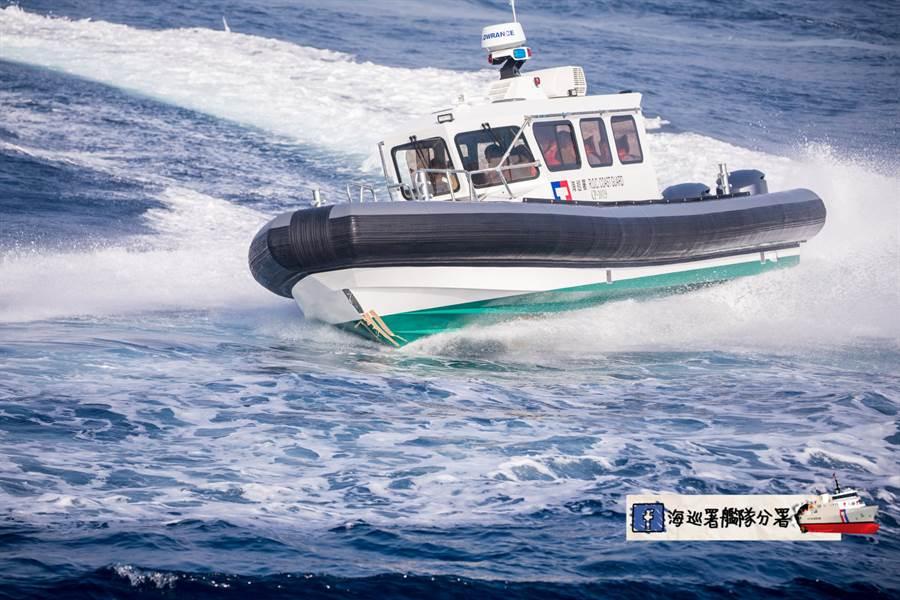 海巡署艦隊分署新打造的沿岸多功能艇昨天進行公開測試,最高航速達到46.7節,遠超過國內各行艦艇,將能有效打擊大陸漁船越界捕魚與黑金剛快艇走私。(艦隊分署提供)