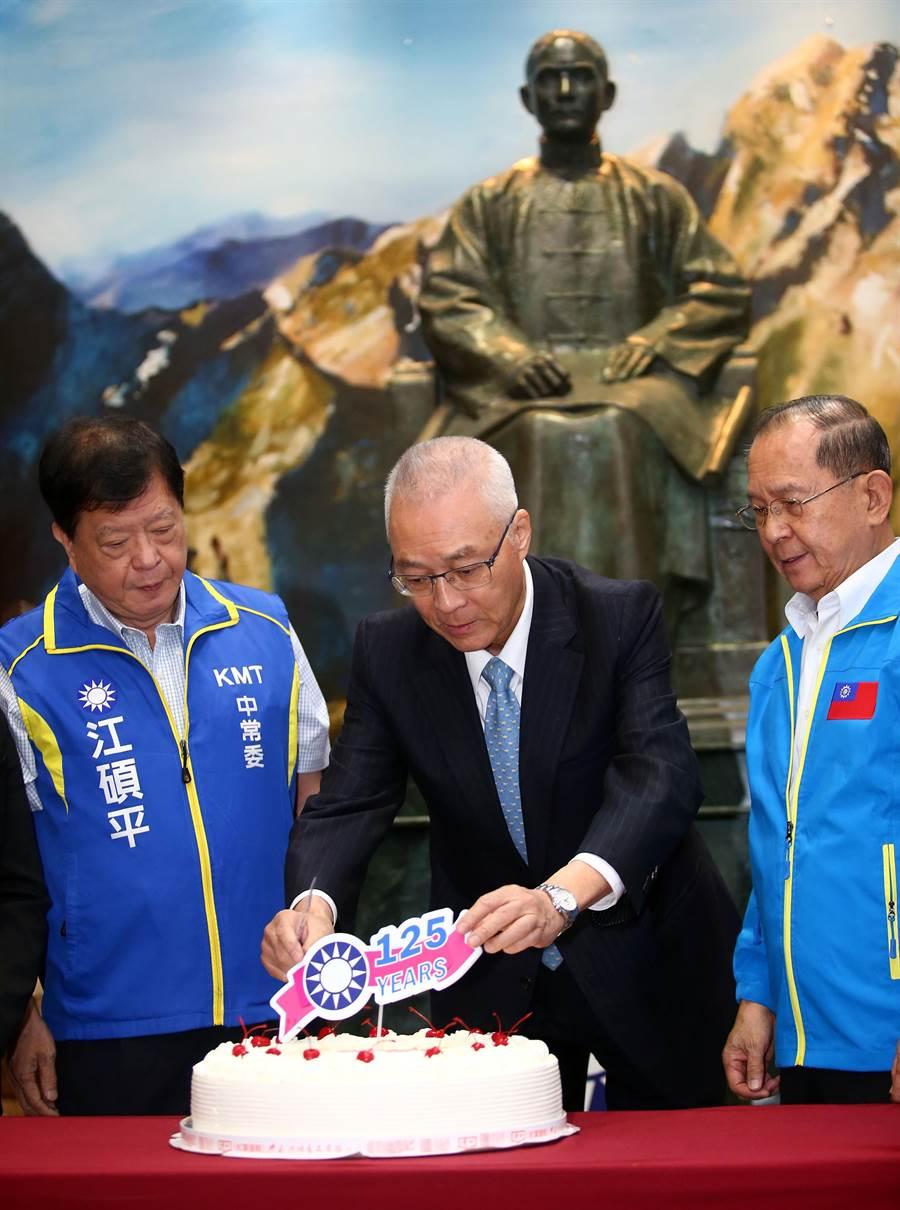 國民黨主席吳敦義上午參加「慶祝建黨125周年黨史文物展揭幕」。(陳信翰攝)