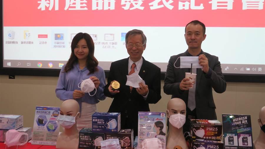 全台最大MIT口罩工廠華新醫材,今年研發氣密、防霾和運動口罩,拿下台北國際發明展金牌獎。(謝瓊雲攝)