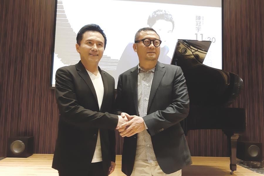 林清吉董事長(右)與鋼琴王子陳冠宇(左)合影。圖/黃全興