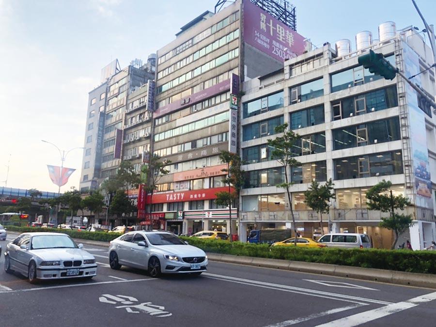 緊臨南京松江商圈、林森商圈的德龍大樓,擁豐富的隱藏價值,具投資潛能。圖/世邦魏理仕提供