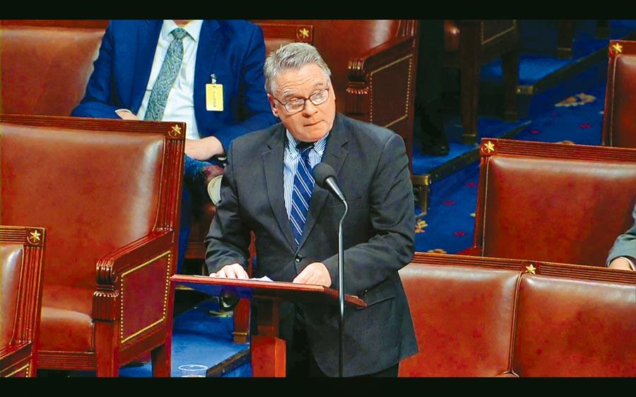 美國眾議院20日罕見的以迅雷不及掩耳之勢,以絕對壓倒性多數通過了參議院版的《香港人權與民主法案》。(中央社翻攝畫面)