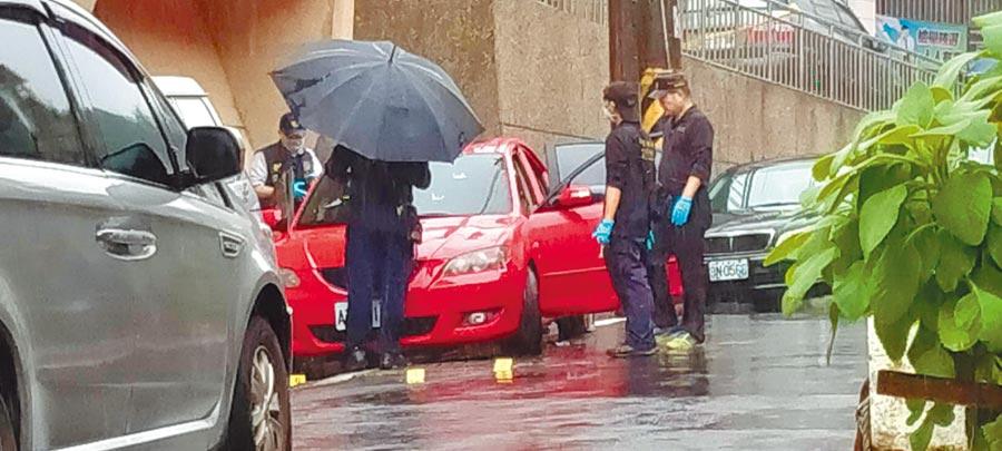 警方21日在基隆圍捕陳姓通緝犯時,雙方爆發槍戰,陳嫌最後眼見無法脫困,疑飲彈自盡。(許家寧攝)