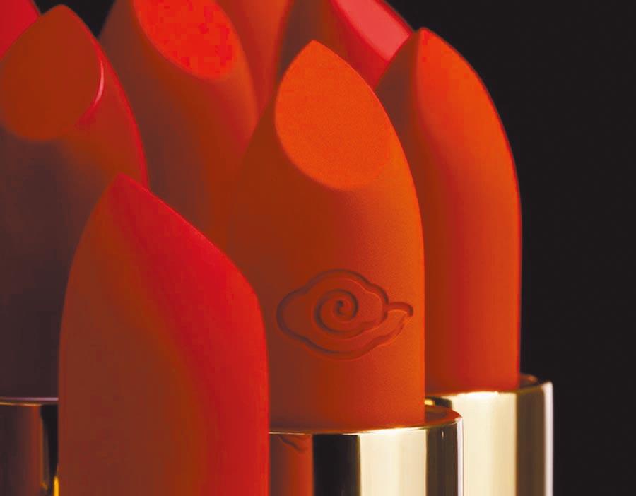北京故宮推出時空彩妝系列,口紅色號以紫禁城天空為靈感。(取自故宮淘寶)