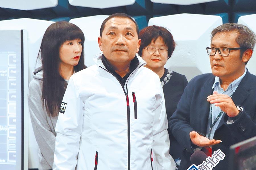 新北市長侯友宜21日至林口參訪德凱認證股份有限公司。(吳亮賢攝)