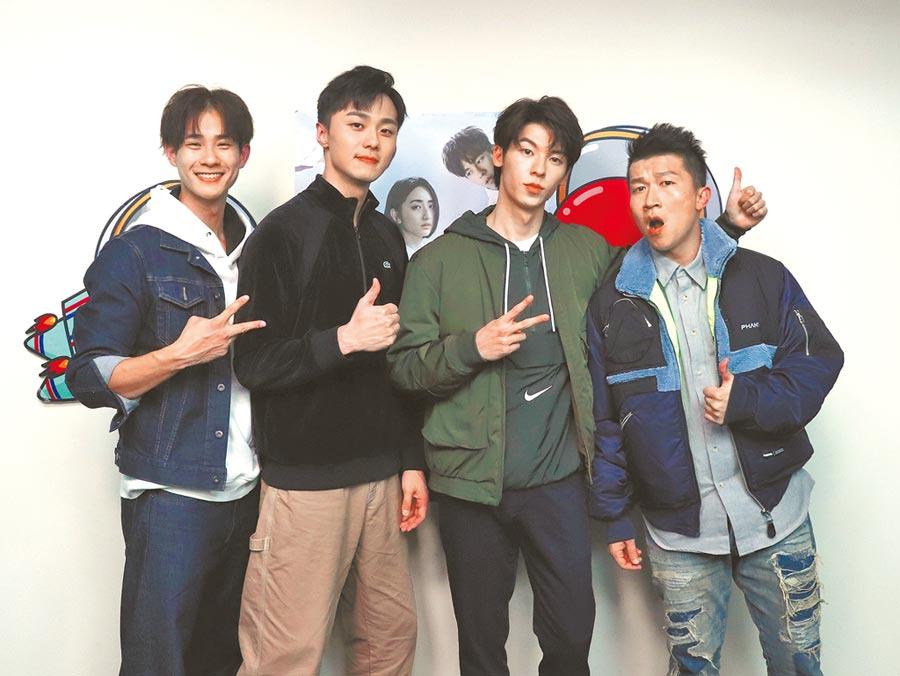 施柏宇(左二起)、許光漢日前上盧彥澤(左)及張立東的節目宣傳新戲。(蝦皮直播提供)