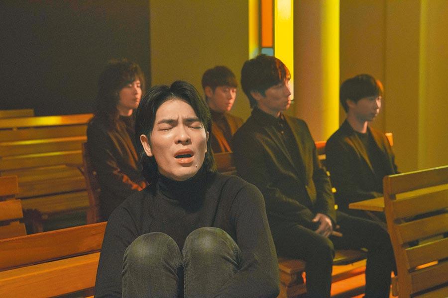 老蕭拍攝MV時情緒激動、數度落淚。(華納提供)