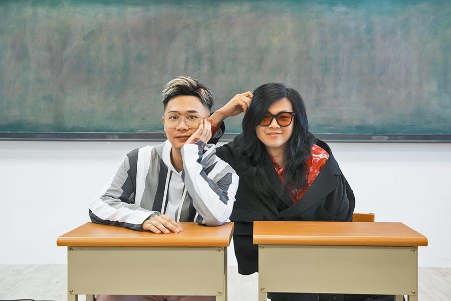 「麋先生」主唱吳聖皓(右)與蕭秉治共同作詞〈再活一遍〉。(相信音樂提供)