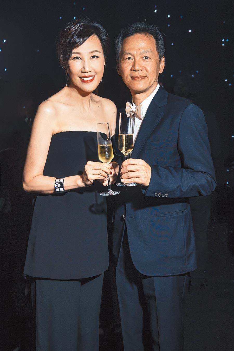 愛馬仕台灣區董事總經理程家鳳女士(左)與其夫婿董磊先生。   (愛馬仕提供)(飲酒過量,有礙健康)