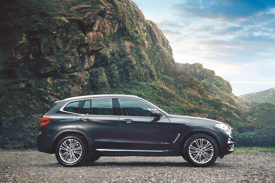 2020年式BMW X3升級最新iDrive7.0全數位虛擬座艙,本月入主可享60期零利率與1年乙式全險。(汎德提供)