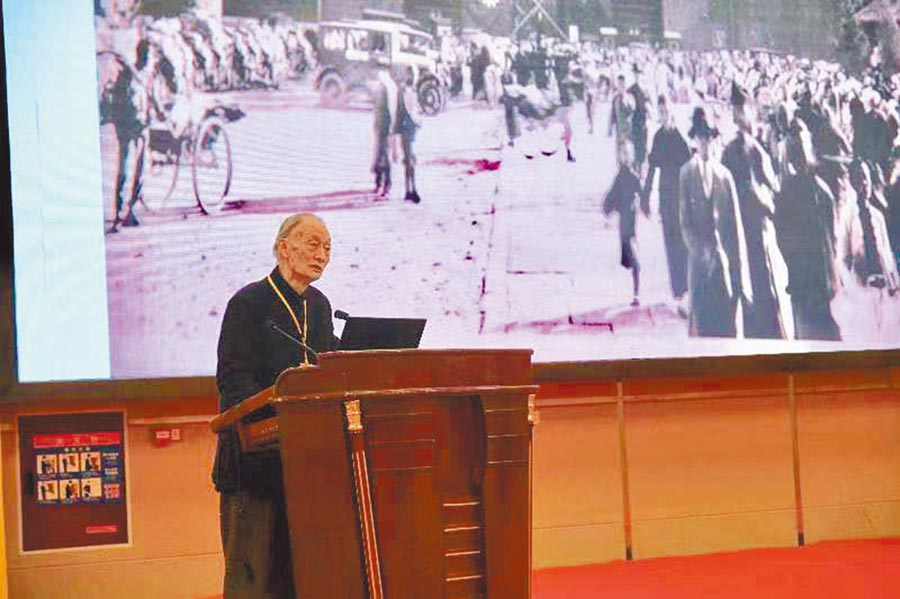 台灣莊靈先生(原台北故宮博物院副院長莊嚴之子)回顧隨父親運送故宮文物至台灣的艱辛歷程。