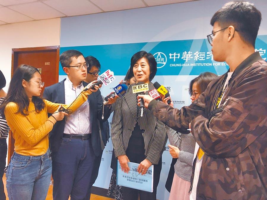 中經院院長陳思寬表示,若貿易戰出現的轉單效應持續到來年,將有助經濟表現。(記者李澍攝)