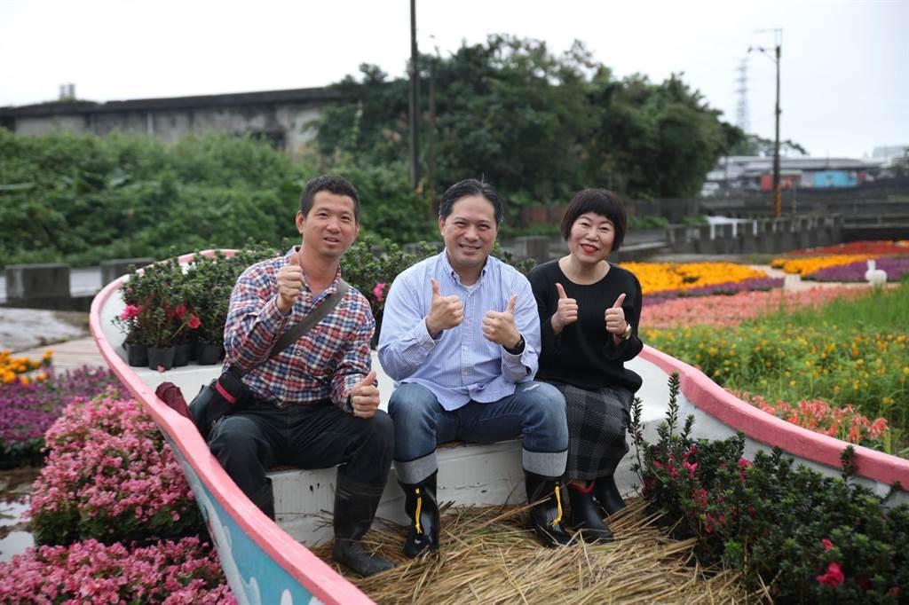 新北市副市長吳明機(中)邀民眾一起來金山泡溫泉、賞花、玩AR。(新北市景觀處提供/張睿廷新北傳真)