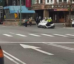 4警車等紅燈畫面 意外再現「人車一體」機車連