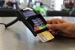信用卡一定要簽名? 網:不簽才笨!