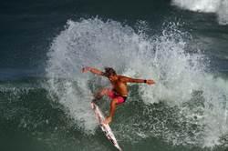 國際衝浪賽登場 29國300名頂尖浪人競技
