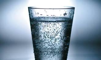 喝氣泡水會不會傷牙?專家揭6真相