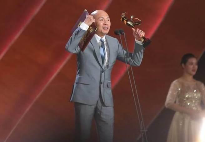 林超賢以《紅海行動》抱回金雞獎最佳導演獎。(取自網易)