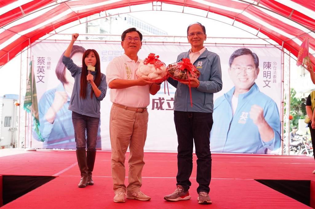 游錫?到嘉義力挺陳明文,呼籲台灣人要團結,讓「雙文」都順利當選。(陳明文辦公室提供/張亦惠嘉縣傳真)