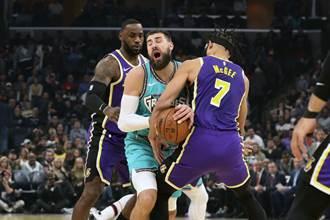 NBA》沒睡好照飆分 詹皇領湖人7連勝
